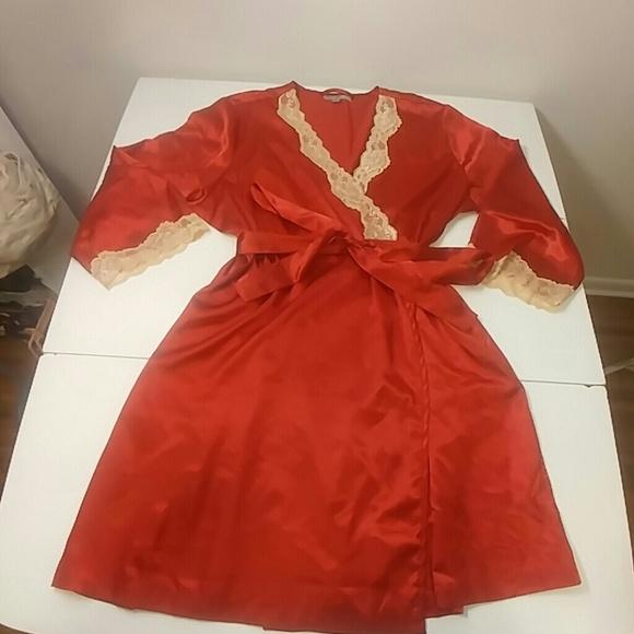 7f65927c03 Morgan Taylor plus size satin robe. M 5acd67e3a4c48504a4e1e92a